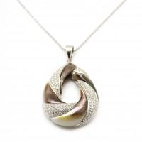 Chaine - Pendentif Diamants et Nacre