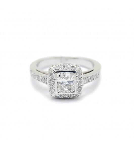 Solitaire accompagné - Diamant radiant 0,58 carat